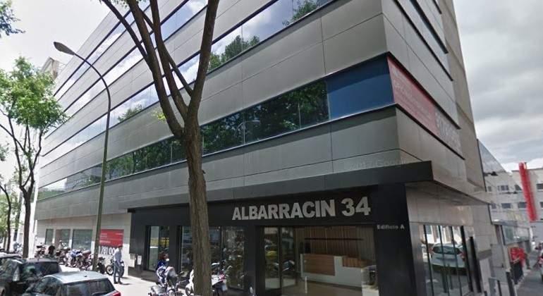 Axa pone a la venta un edificio de oficinas en madrid por for Oficinas axa madrid
