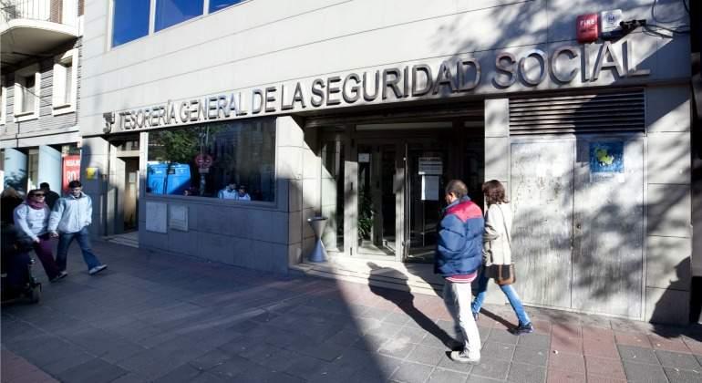 La polic a registra la tesorer a de la seguridad social en for Oficina seguridad social