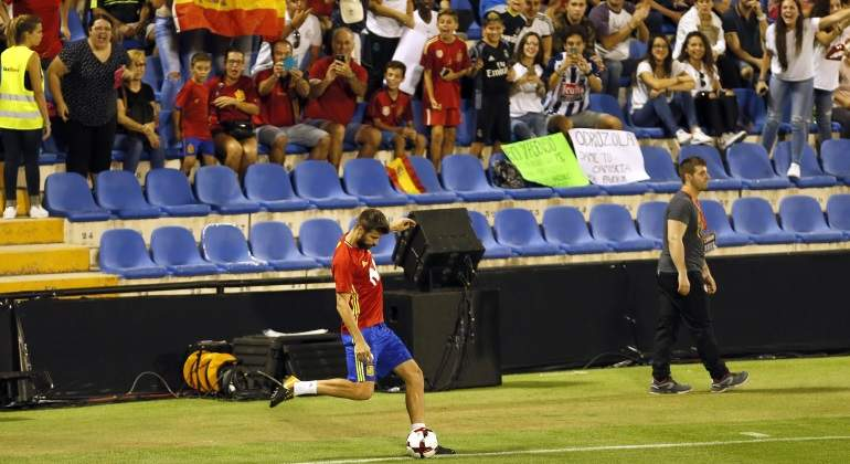 pique-balon-entrenamiento-espana-efe.jpg