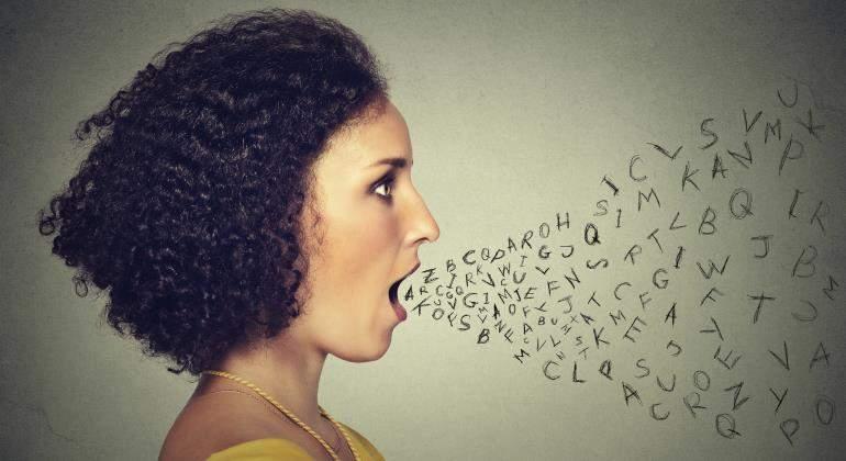 comunicacion_palabras_mujer_istock.jpg