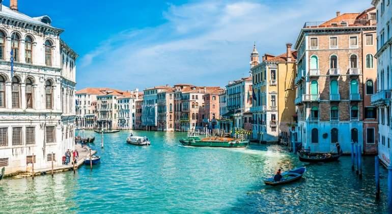 Venecia se plantea prohibir que los turistas se sienten en el suelo y  contempla multas de hasta 500 euros 82f3716babc