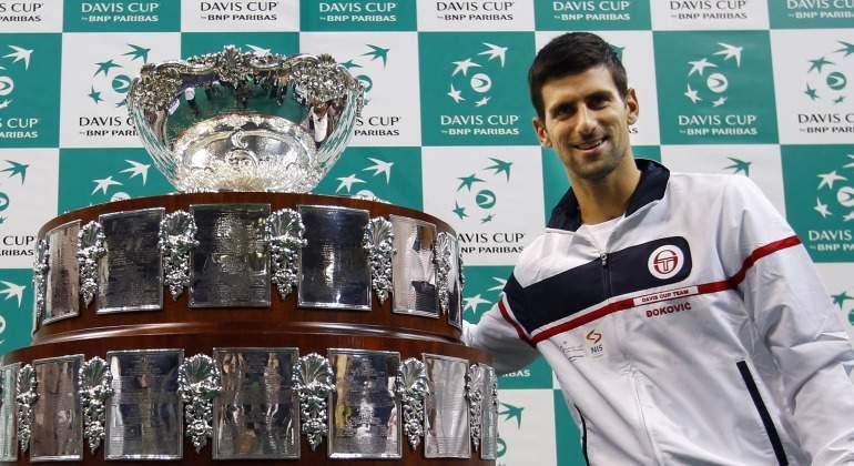 Djokovic-posa-ensaladera-Davis-Copa-Reuters.jpg