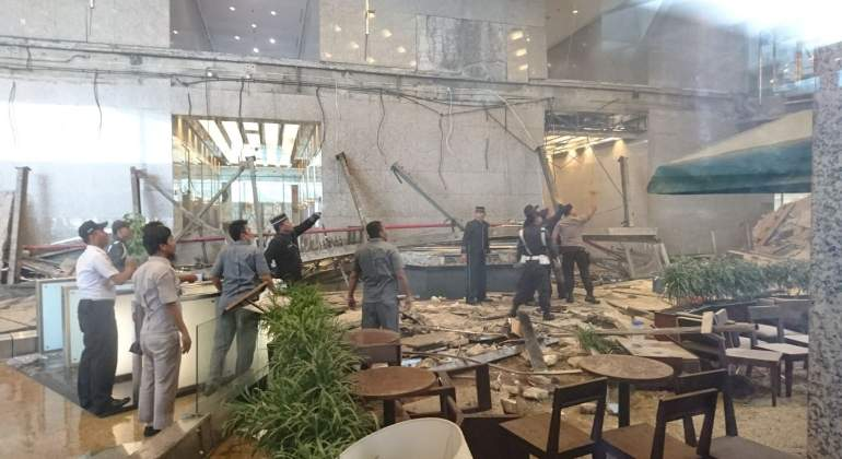 yakarta-edificio-bolsa-derrumbe-reuters.jpg