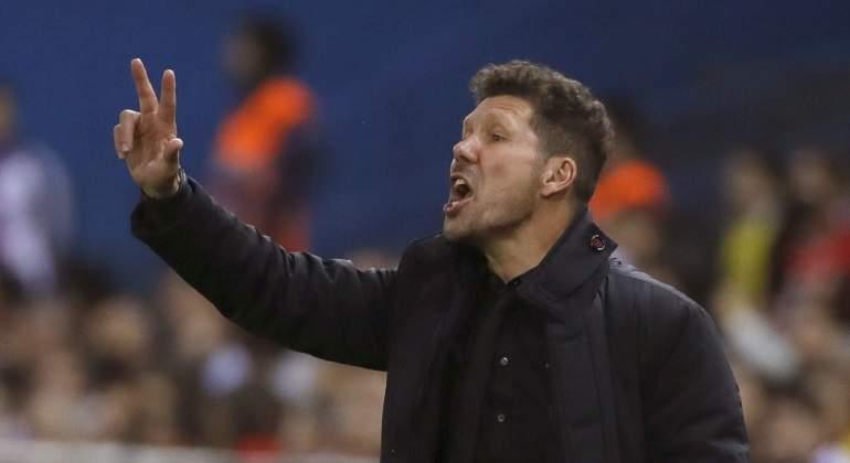 Cazan a Simeone insultando al árbitro