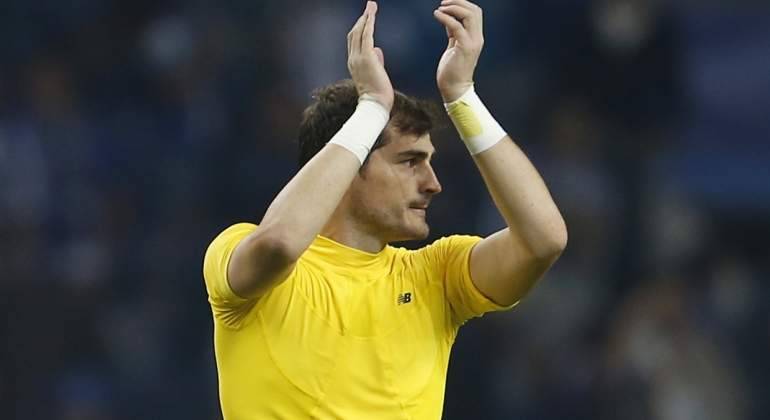 casillas-2017-aplaude-reuters.jpg