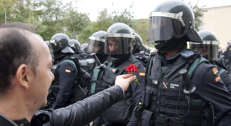 referendum-policia-clavel-efe.jpg