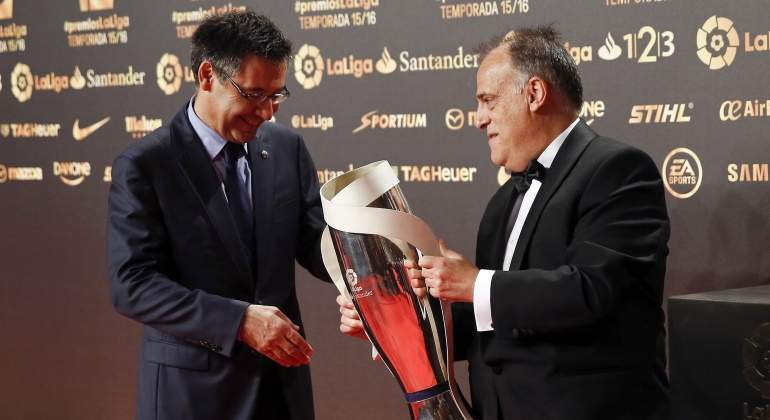 Bartomeu-Tebas-trofeo-Liga-2016-efe.jpg
