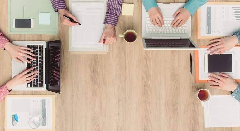 coworking-mesa-trabajadores-770-dreamstime.jpg