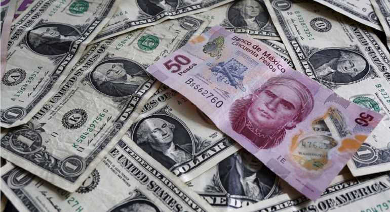 Dólar en $18.40; peso gana tras dato de inflación en EU