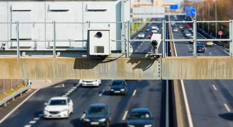 Radares de carretera; ¿es legal compartir su localización con otros conductores?