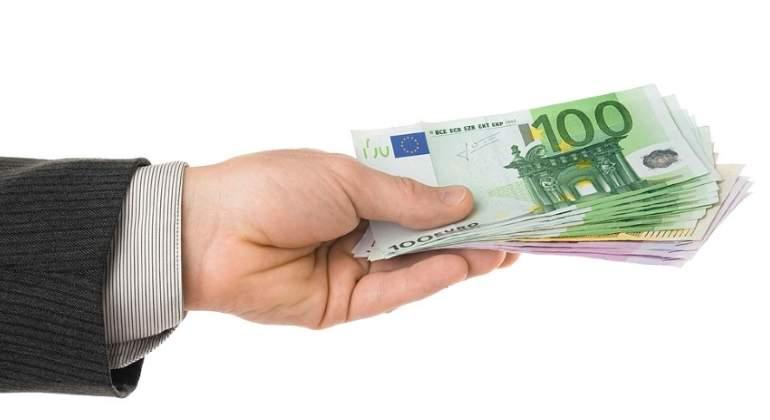 billetes-euros-mano.jpg