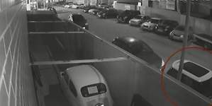 Lo último en robos de coches: utilizar una carretilla elevadora