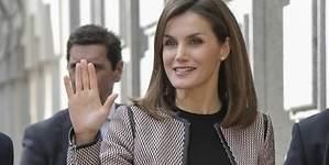 La Reina de España, abucheada en público