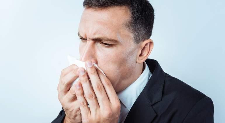 hombre-estornudo-dreamstime.jpg