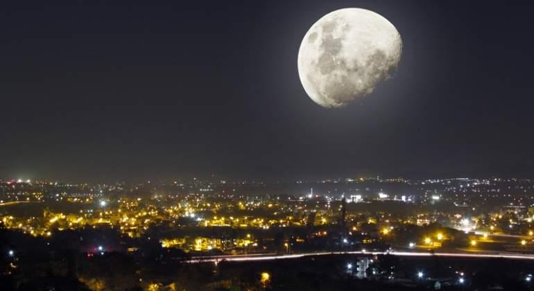 noche-luna-ciudad-dreams.jpg