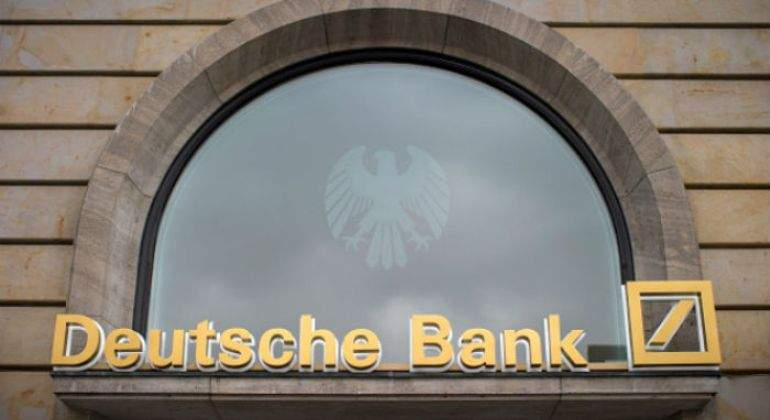 Deutsche-Bank-amarillo.jpg