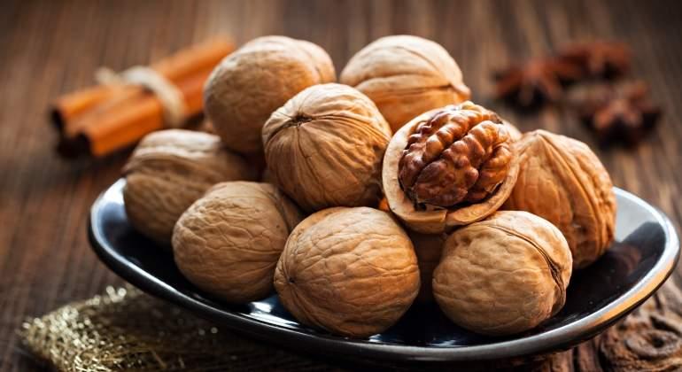 Comer nueces disminuye el colesterol y no engorda