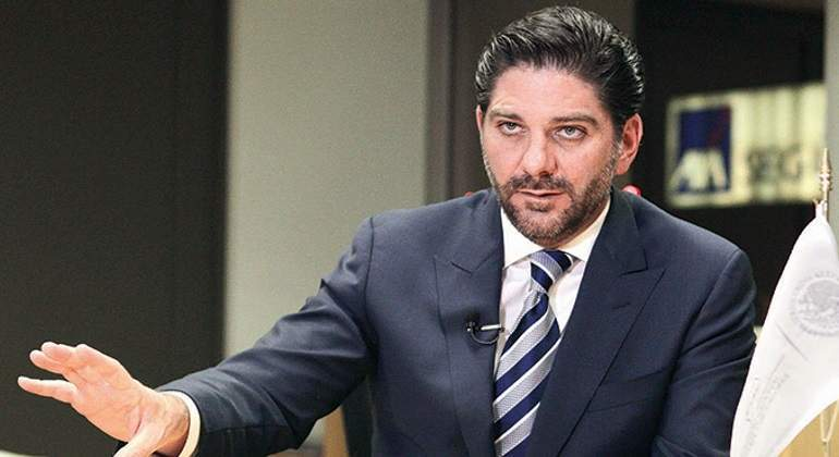 Renuncia González Aguadé a la CNBV