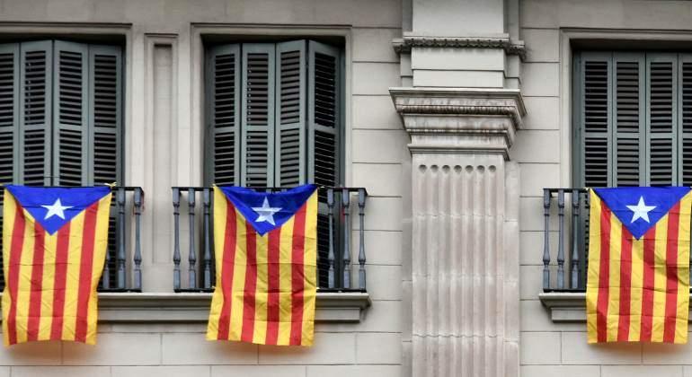 catalunya-estelada-balcones-bandera-770-dreamstime.jpg
