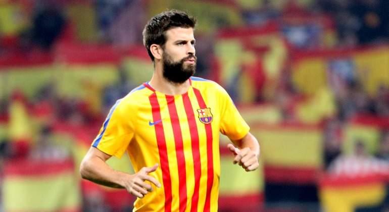 Pique-camiseta-senera-banderas-espanolas-2017-Reuters.jpg