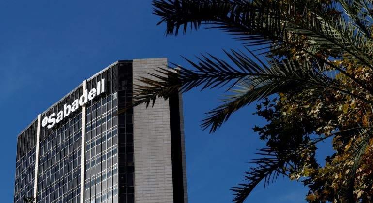 Sabadell prepara ajustes de plantilla en la británica TSB