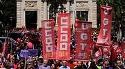 ccoo-ugt-manifestacion-banderas.jpg