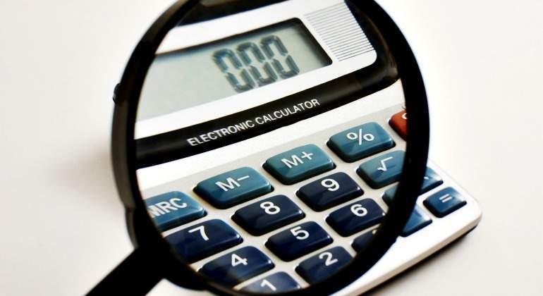 calculadora-lupa-770-dreamstime.jpg