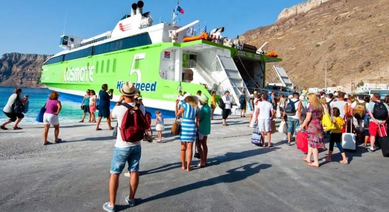 turistas-santorini-grecia-dreams.jpg