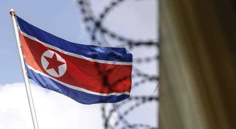 Corea del Norte publica imágenes de su mayor prueba de artillería