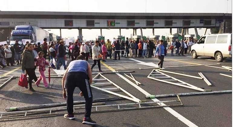 Comisión de trabajo acude a dialogar con manifestantes en Circuito Exterior