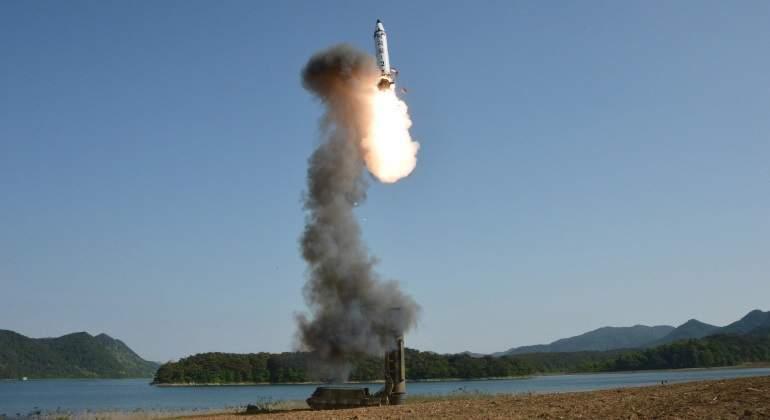 Corea del Norte lanzó un misil que cayó en sus propias aguas