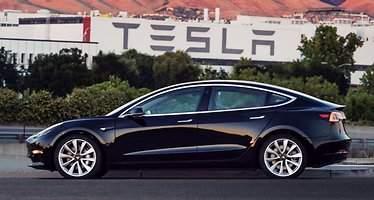 El primer Tesla Model 3 ya está en la calle: así es su diseño y características definitivas