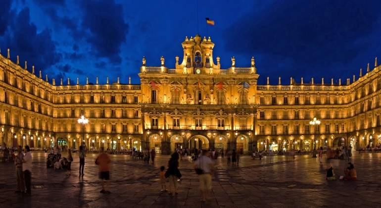 Salamanca-PlazaMayor-Dreamstime.jpg