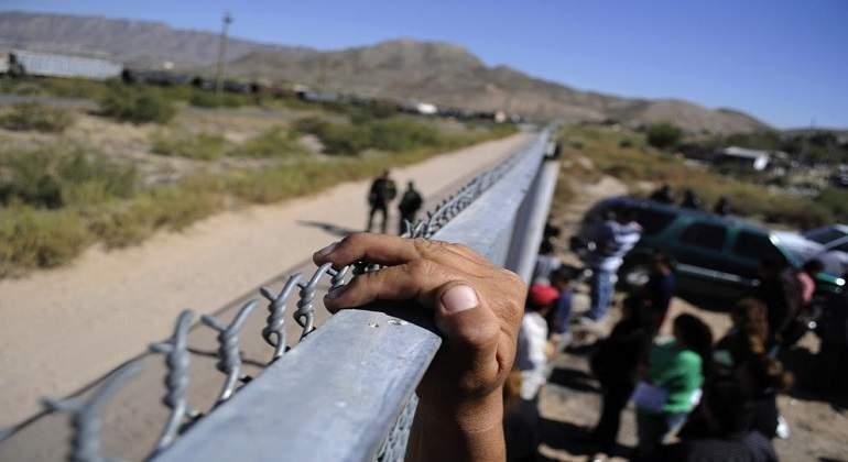 migrantes-mexico-frontera-valla-reuters.jpg