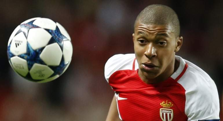 Mbappe-2017-persigue-balon-Reuters.jpg