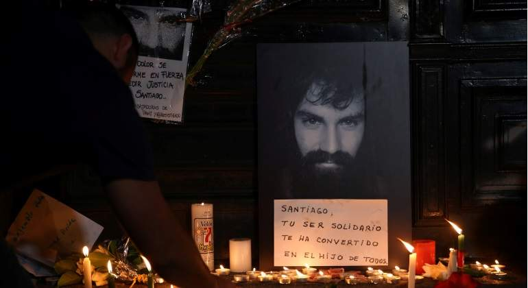 homenaje-santiago-maldonado-desparecido-argentina-velas-flores-reuters-770x420.jpg