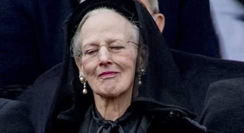 La reina Margarita da el último adiós a su marido