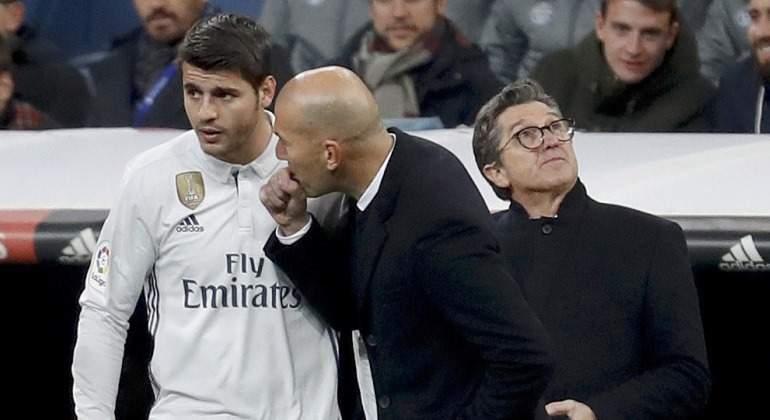 Morata-Zidane-Charlan-Cambio-2017-efe.jpg