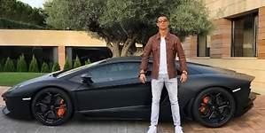 Cristiano Ronaldo y su cara pasión por los coches de lujo