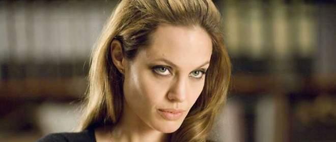 Angelina Jolie despidió a su niñera por coquetear con Pitt