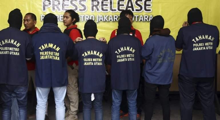 La policía de Indonesia arresta a 141 hombres en una redada en un club gay