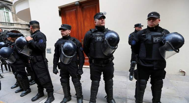 policia-argentina-registro-piso-cristina-reuters-770x420.jpg