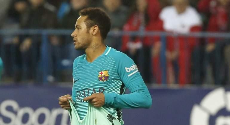 Neymar-tira-pantalon-2017-efe.jpg