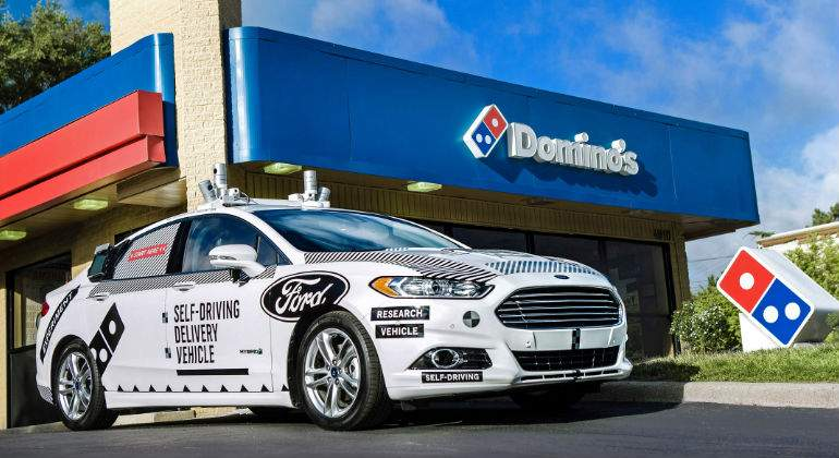 Tú pizza Domino´s llegará en carro Ford Moto Co