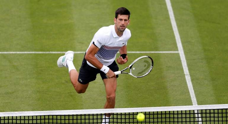 Djokovic vuelve a la hierba con victoria