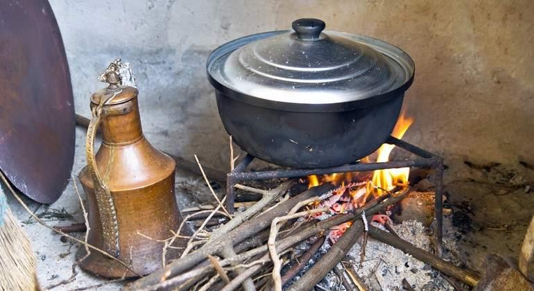 El fin de las cocinas de carb n y le a reducir a gases de - Cocina de carbon ...