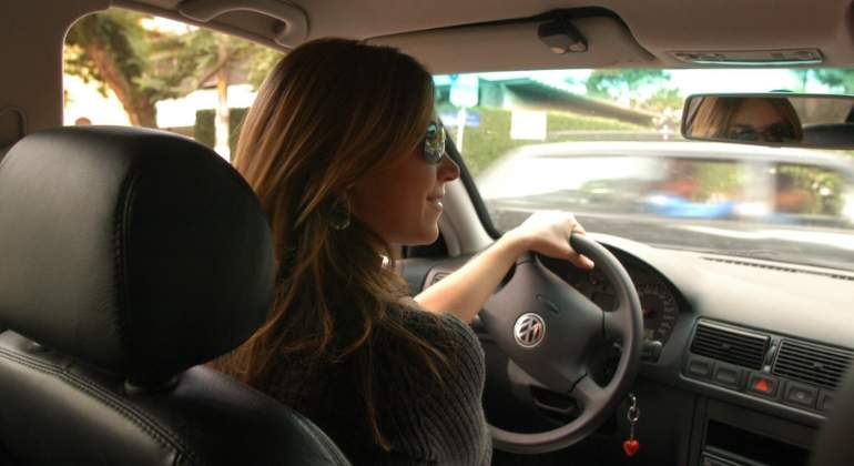 mujer-conduciendo.jpg