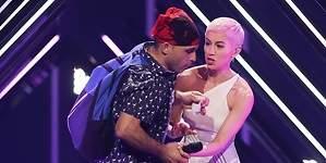 ¿Quién fue el espontáneo que saltó al escenario de Eurovisión?