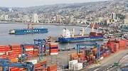 Vista del puerto martimo y la zona residencial de Valparaso Chile