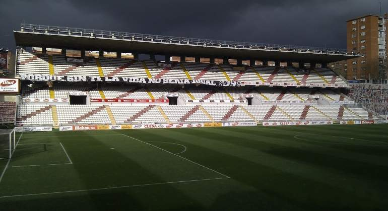vallecas-estadio-wikipedia.jpg